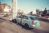 В киевских такси-сервиса uber влетел в рекламный щит, есть пострадавшие